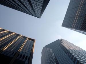Moderne Geschäftshochhäuser sind vergleichbar mit DataCentern
